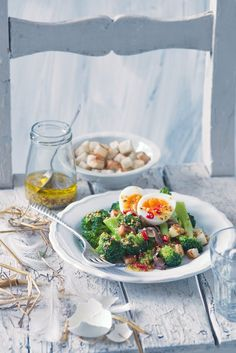 Pikantní salát zbrokolice a vajec sančovičkami 2, Foto: All Jamie Oliver, Ethnic Recipes, Food, Meal, Essen, Hoods, Meals, Eten