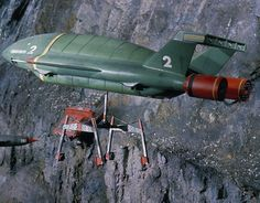 1968 A scene from British science fiction puppet television series 'Thunderbirds' showing Thunderbird 2 aircraft in action first broadcast in 1965 Timeless Series, Red Engine, Thunderbirds Are Go, Sci Fi Tv, Sci Fi Ships, Classic Sci Fi, Retro Futuristic, Tv On The Radio, Scale Models