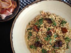 Kroupoto se slaninou a čerstvou majoránkou - Oh My Chef I Chef, Fried Rice, Fries, Ethnic Recipes, Food, Essen, Meals, Nasi Goreng, Yemek