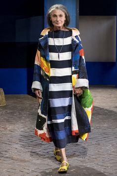 Daniela Gregis at Milan Fashion Week Spring 2018 - Runway Photos Stylish Older Women, Older Women Fashion, Womens Fashion, Runway Fashion, Fashion Show, Fashion Design, Fashion Trends, Fashion Fashion, Mode Outfits
