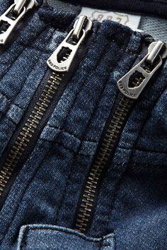 Zip detailing on the Tide Indigo Sweatshirt_