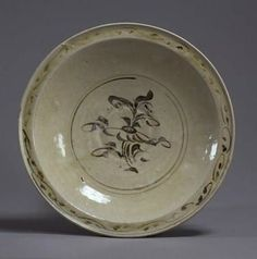 Plate with a flat rim,Vietnam, 14th century.Painted in underglaze-iron.D. 28,60 cm.Tokyo, National Museum, TG-2242©2004-2013 Tokyo National Museum