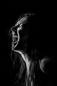 Low Key Photography, Emotional Photography, Self Portrait Photography, Photo Portrait, Photography Women, Portrait Art, Creative Photography, Sadness Photography, Backlight Photography