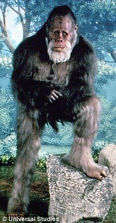 Harry (Bigfoot & the Hendersons) Bigfoot Toys, Bigfoot Sasquatch, Bigfoot Stories, Ghost Stories, Bigfoot Pictures, Harry And The Hendersons, Pie Grande, Real Haunted Houses, Beautiful Nature Pictures