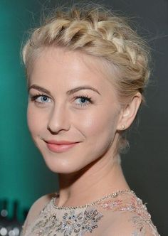 Julianna Hough. Braid crown. @Kaitlyn Dekker this is how big i wish mine could look like :)