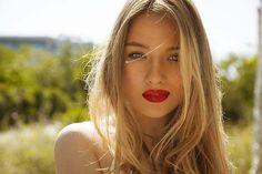 Aprenda como clarear os cabelos com camomila e tenha o segredo dos cabelos dourados em suas maos http://salaovirtual.org/clarear-cabelo-camomila/ #clareamento #tratamentos #clarearocabelocomcamomila #salaovirtual