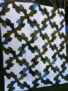 L' Fair Quilts....this is fabulous from the color to the pattern! not sure if i could ever do something like this but a girl can dream!