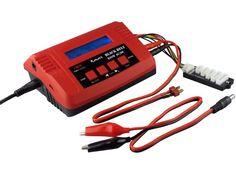 Das Ladegerät kann wahlweise an der Steckdose (Wechselstrom 230 V) oder an der Autobatterie (Gleichstrom 12 V) betrieben werden. In Schritten von 0,1 A lässt sich der Ladestrom von 0,1 bis 7 A bei max. 100 W Ladeleistung wählen, der Entladestrom ist bei max. 5 W Entladeleistung von 0,1 bis 1 A einstellbar.