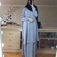 Muslim Women Fashion, Islamic Fashion, Abaya Fashion, Fashion Dresses, Modele Hijab, Mode Abaya, Hijab Fashion Inspiration, Muslim Dress, Islamic Clothing