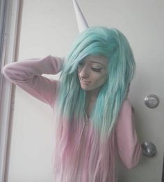 #Aquamarine & #VirginPink diluted with #ArcticMist in @saramonsterkitty We are loving this color combo and shade! shop for your next color: www.ArcticFoxHairColor.com