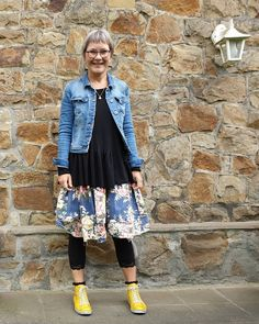"Gefällt 80 Mal, 6 Kommentare - Elisabeth Eins (@einselisabeth) auf Instagram: ""Wo blühen die schönsten Rosen ? #iamewaiwalla #ewaiwallavintage #flowerskirt #rundholz #yellowboots…"" Lace Skirt, Dress Up, Denim, Skirts, Jackets, Instagram, Fashion, Crazy Dresses, Nice Asses"