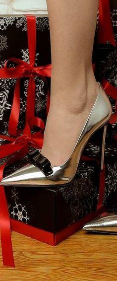Put a bow on it....Prada Metallic Leather Bow Pumps ♥✤   KeepSmiling   BeStayClassy