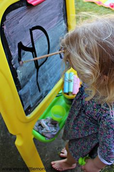 outdoor summer fine motor and mark making activityf or toddlers and preschoolers