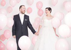 Pink balloon wedding backdrop / creative wedding photography at Shoot&Style / Bespoke Backdrops for your wedding / Hintergrund Maßgeschneidert für eure Hochzeit