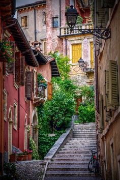 Beautiful Alley in Verona, Italy.-______________________ -ITALIA by Francesco -Welcome and enjoy- frbrun Places Around The World, Oh The Places You'll Go, Places To Travel, Places To Visit, Around The Worlds, Travel Destinations, Travel Tips, Romantic Destinations, Travel Guides