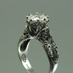 Gorgeous engagement ring! Oh dear. This may be my favorite ring ever!
