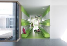 Kinderhouse Arche Noah / Liebel Architekten BDA. Lockers & courtyard