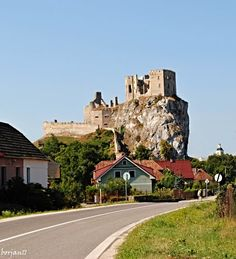 Discover the world through photos. Bratislava, Cool Places To Visit, Places To Go, Medieval Castle, Czech Republic, Homeland, Monument Valley, The Good Place, Bohemia