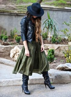 don't like the skirt, but the whole outfit is great Boho Fashion, Winter Fashion, Womens Fashion, Fashion Design, Fashion Tips, Fashion Trends, Looks Street Style, Looks Style, My Style