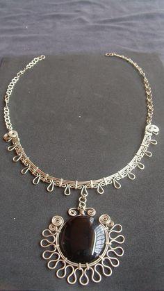 Inspiration for sun patterns! Wire Jewelry Designs, Metal Jewelry, Jewelry Art, Beaded Jewelry, Handmade Jewelry, Jewellery, Wire Necklace, Wire Wrapped Necklace, Wire Wrapped Pendant