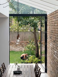 Private house in Stoke Newington by MS-DA. House Extension Design, Glass Extension, House Design, Side Extension, Small Courtyard Gardens, Small Courtyards, Kitchen Diner Extension, House Extensions, Kitchen Extensions