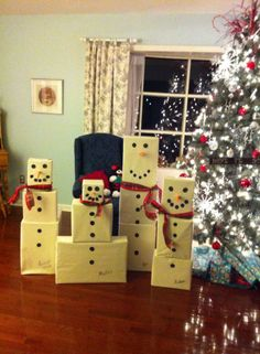 A snowman gift tower for the girls... how fun