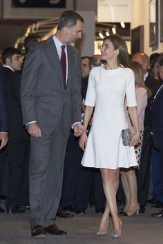 Queen Letizia of Spain Photos Photos - King Felipe VI of Spain and Queen Letizia of Spain attend the opening of ARCO 2017 (Contemporary Art Fair) at Ifema   on February 23, 2017 in Madrid, Spain. - Spanish Royals and President Mauricio Macri Attend ARCO Opening