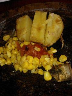 Ensalada de papas, tomates, choclo y hongos a las brasas