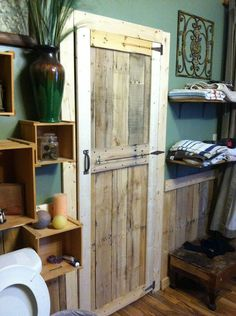 Add cheap 'n' easy rustic charm to the bathroom with a DIY pallet wood door.