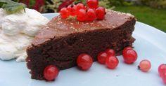 Snart är det dags för vinbär, prova den här kakan då. Kakan är precis lika god efter några dagar i kylskåp.