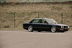 BMW E28 5 series black