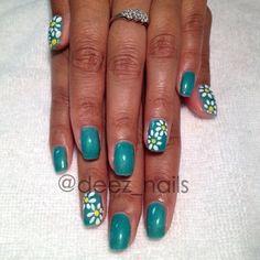 daisy gel manicure! perfect for summer  #deeznails #floralnails #nailart #nails #nailswag #nailporn #daisies #gelmanicure #gelpolish #ibd #ibdgelpolish #turtlebay