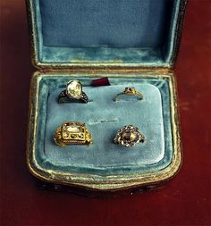 ∷ Variations on a Theme ∷ Collection of antique rings