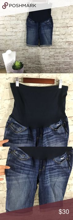 A pea in the pod jean Bermuda maternity shorts In excellent condition. Bermuda denim shorts. With wide elastic band that will cover the whole belly. Size XS. A Pea in the Pod Shorts Jean Shorts