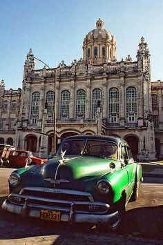 Cuba 2003 - car and Parliament building, Havana