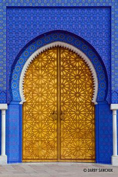 One of the doors to the Royal Palace in Fes, Morocco. - One of the doors to the Royal Palace in Fes, Morocco. Cultural Architecture, Islamic Architecture, Art And Architecture, Morrocan Architecture, Beautiful Architecture, Cool Doors, Unique Doors, Portal, Mekka Islam