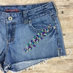 AMERICAN EAGLE Cut off Shorts Perfect pair of jeans for a hot summer day! American Eagle Outfitters Shorts