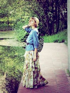 Nice 38 Best Belted Maxi Skirt with a Tank and Denim Shirt for Spring 2018 http://clothme.net/2018/04/08/38-best-belted-maxi-skirt-with-a-tank-and-denim-shirt-for-spring-2018/