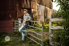 Hendersonville Photography / Senior Portraits / Country Man Brennan | Hendersonville TN Senior Portrait & Wedding Photography by Stan Dunlap  http://blog.sdphotographs.com