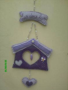 """Artesanato - Fofuras em feltro"" - Cantinho da Renata Cottages, Gifts For Mom, Christmas Ornaments, Decoration, Holiday Decor, Crafts, Strands, Diy And Crafts, Kitchen"