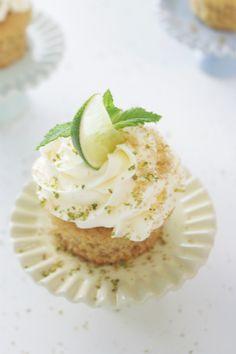 Cupcakes de mojito | La Dolce Gula para Degustabox #Degustabox #cupcake #receta #cocina #postre #dulce http://ladolcegula.wordpress.com/2014/08/06/picreceta-recipe-ldg-cupcakes-de-mojito-degustabox-julio-2014/