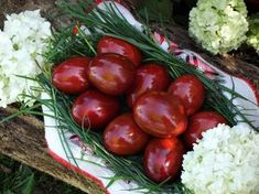 Cum vopsim ouale in mod natural? Romanian Food, Food Decoration, Happy Easter, Easter Eggs, Diy And Crafts, Food And Drink, Vegan, Vegetables, Cooking