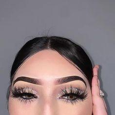 Black Dress Makeup, White Eye Makeup, Sparkly Makeup, Silver Makeup, Glitter Makeup, Eyeshadow Makeup, Makeup With Black Hair, Silver Eyeshadow Looks, White Eyeliner Looks