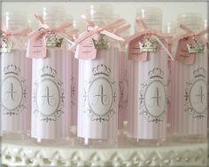 b32332a2ddb3f Lembrancinhas de maternidade - 18 ideias incríveis para você se inspirar.  Alcool Em Gel LembrancinhaLembrancinhas ...