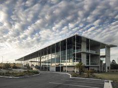Academia de Golf y Tenis KDV  / Shiro Architects