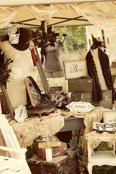 Cute Stuff I love how vintage-y this looks :)