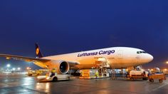 Lufthansa Cargo AG and Fraport AG Ground Services sign agreement extending their longstanding relationship - Aviation24.be  ||  New contract valid from 2018 to 2025 Lufthansa Cargo AG and Fraport AG Ground Services have signed a contract to extend their ground handling partnership at Frankfurt Airport. The agreement has a term of eight…