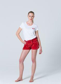 genau das richtige f r schatzi kurze maedchen lederhose in rot schatzi wears short. Black Bedroom Furniture Sets. Home Design Ideas
