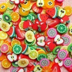He encontrado este interesante anuncio de Etsy en https://www.etsy.com/es/listing/62762298/fimo-frutas-polymer-clay-cane-rebanadas