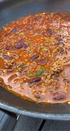 Kjøttdeigpanne med bønner. – H J E M M E L A G A Pepperoni, Risotto, Chili, Pizza, Soup, Chile, Soups, Chilis